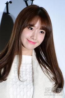 Netizen dậy sóng trước phản ứng của Yoona khi nhìn thấy bức ảnh của Jessica